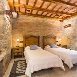 dos-camas-habitacion-historic-girona-03
