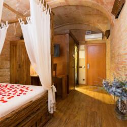 habitacion-romantica-hotel-historic-girona-03
