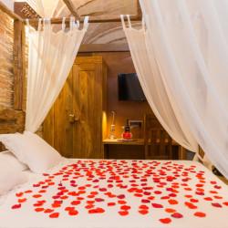 habitacion-romantica-hotel-historic-girona-04