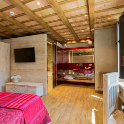 red-room-hotel-historic-girona-habitacion-singular-romantica-2