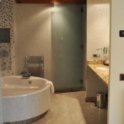 bany-habitacio-hotel-historic-girona